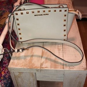 MICHAEL KORS OFF WHITE CROSS BODY